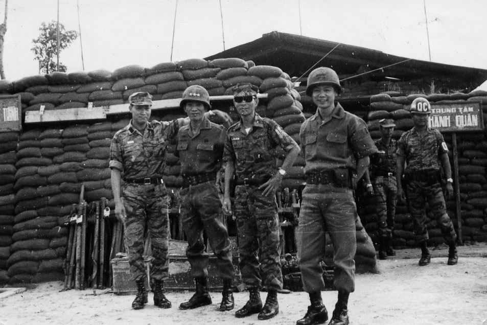 TT Ngo Q Truong. CT Bui T Lann, DT Ngo V Dinh va DT bo binh tai trung tam hanh quan SDTQLC tai Quang Tri nam 1972
