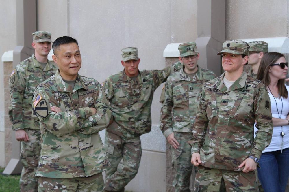 Chuan tuong Luong Xuan Viet va cac si quan va binh si Bo tu lenh luc quan trung uong .jpg