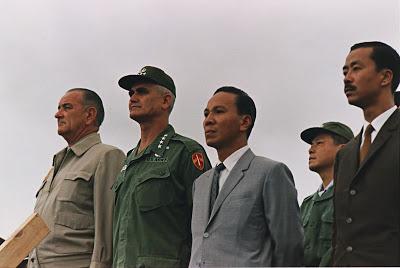 https://bienxua.files.wordpress.com/2017/05/4360a-vietnamkriegpersonen1966.jpg?w=900&h=603