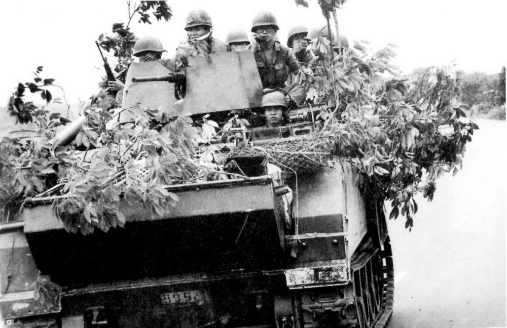 Thiet van xa M113 tai mat tran Xuan Loc thang 4 nam 1975.jpg