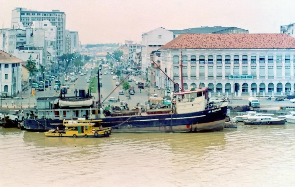 tau Nam Sanh cap ben tong nha quan thue Saigon.jpg