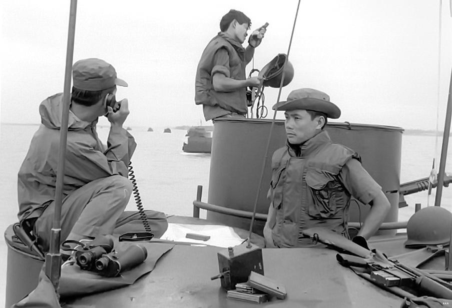 Hải Quân Thiếu Tá Lê Anh Tuấn – Thà Chết Không Chịu Hàng Giặc – dòng sông cũ