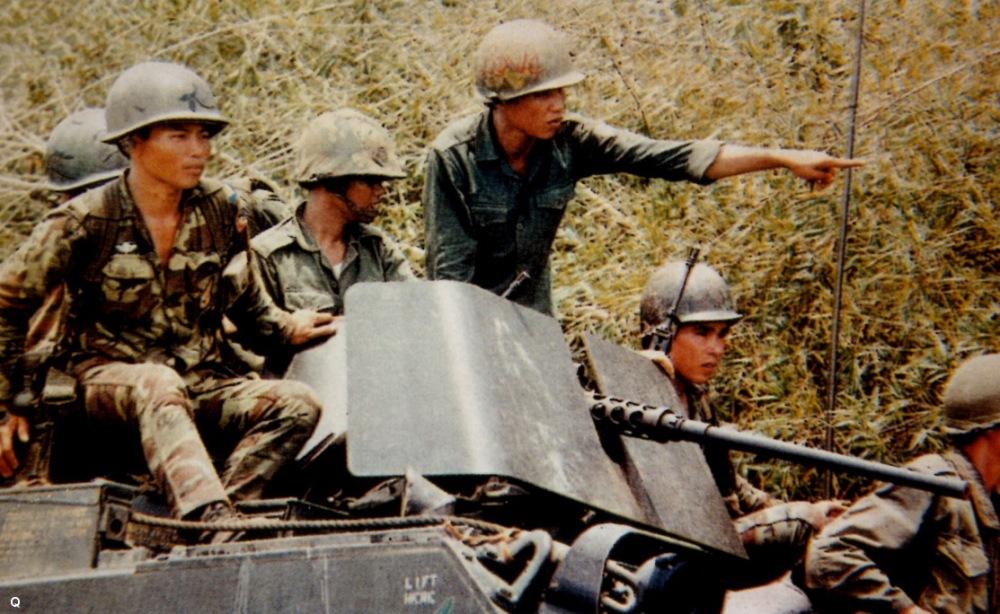 Nhay du va Thiet ky hanh quan Cam Bot nam 1970.jpg